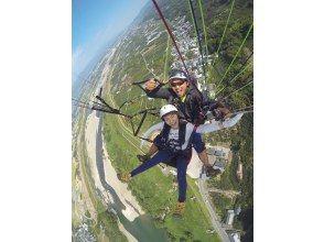 【和歌山・紀の川】パラグライダー・タンデムフライト体験・気軽で安全・高度300メートルからのフライトで四季折々の眺望が魅力