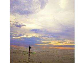 【福岡・糸島】サンセットSUP!幻想的な夕暮れの海をSUPの上から眺める特別な時間!