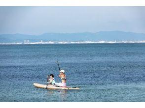 【福冈/福冈市】亲子SUP! 3岁以上的孩子都可以参加!在全世界都非常受欢迎!与父母和孩子一起体验起源于夏威夷的 SUP 板!