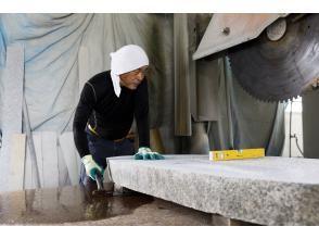 【石川・小松市】ミリ単位の調整が肝な石切作業を見学!社長の熱いストーントーク付き