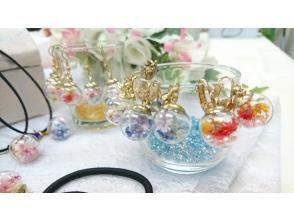 午前中のゆったりレッスン♪【ゆらゆら可愛いガラスドームアクセサリー】人数割引有り 透明ガラスにお花が揺れてとってもキュートです