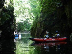 【山形・長井】幻想的な三淵渓谷でSUPorカヤック体験 ♪ 写真や動画をプレゼント!