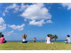 【冲绳北谷读谷海滩瑜伽】即使你没有经验,也没关系✨在一个鲜为人知的海滩流行和海滩瑜伽✨用冲绳的自然和瑜伽的力量治愈你的身心✨周六和周日有限的照片选项
