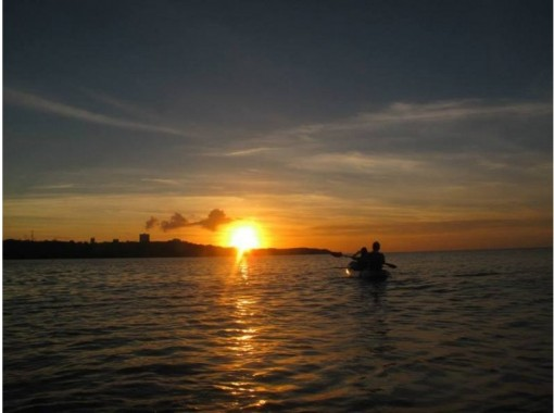 Regional coupon OK | [Okinawa Onna Village] Half price for elementary school students and less 1 to 3 years old free! Sunset Sea kayak [There is no doubt that it will look good on SNS ♪]の紹介画像