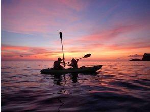 【小笠原】刻一刻と色彩の変わる夕凪の洋上をカヤッキング、サンセットプランの画像