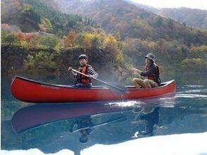 【群馬・奥四万湖】透明度18m以上!コバルトブルーの湖でカヌーツアー(1日コース)の画像