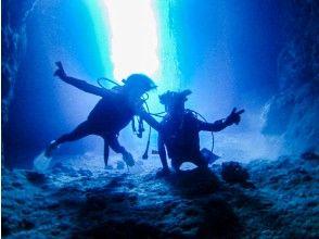 【沖縄・青の洞窟】 贅沢セットコース!水中写真&星の砂プレゼント、餌付け体験も無料