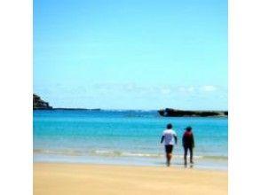 【鹿児島・種子島 初心者限定!】青いファンウェーブでブレイクしよう・サーフィンコースの画像