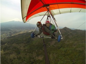 [Overlooking the Mount Fuji] Beginners welcome! Image of a tandem hang glider