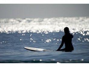 【湘南・茅ケ崎】初心者向け!サーフィンスクール(1日コース)の画像
