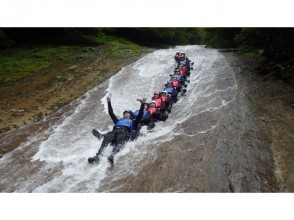[Ehime Namerayuka valley] canyoning tour whole 1DAY course [40m natural rock slider! ]