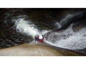 【愛媛・滑床渓谷】キャニオニングツアー ハーフDAY 午前/午後コース【圧巻の富士滑の滝】