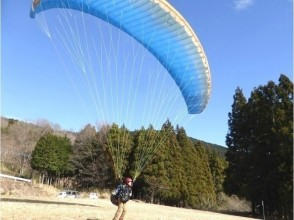 [Saitama, 3 hours] floating experience in the outing! Image of paragliding experience (half-day course)