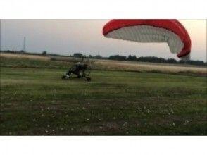 【栃木・佐野】講習後に単独飛行! モーターパラグライダー(フライト体験コース)の画像
