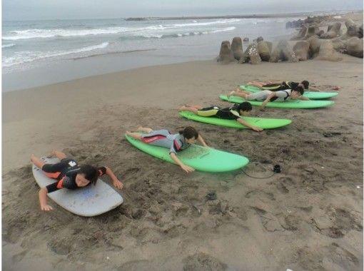 【湘南/千葉/茨城】ビギナーサーフィンスクール 上達して波にのる楽しさを味わう