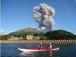 【鹿児島・桜島】シーカヤックで楽しむ!溶岩と無人島3時間ツアー!!の画像