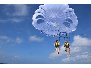 【沖縄・那覇】濡れないでも海を楽しめちゃう!パラセーリング体験(通常コース)