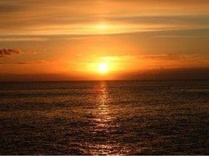 【沖縄・那覇】★1日1組限定★特別な日の貸切サンセットパラセーリング