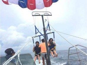 [Okinawa Naha aerial walk at your own pace! Parasailing charter plan (60 minutes)