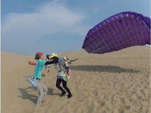 【鳥取砂丘】高さ数10メートルのフライト!パラグライダー体験(半日スクール)ポストカード付き!