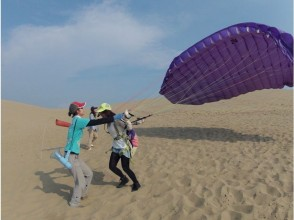 【Tottori Sand Dunes】 Flying Altitude over Ten Meters! Paragliding Experience (Half-day School)  Gift Postcard!
