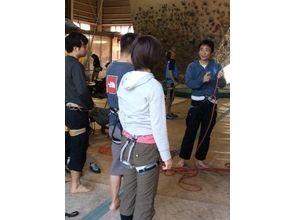 【埼玉・越谷】初心者でもわかりやすい!楽しさと達成感いっぱいのボルダリングビギナー講習の画像