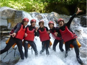【群馬・水上】大自然のテーマパークで遊ぶ!シャワークライミング (キャニオニング) 半日コースの画像