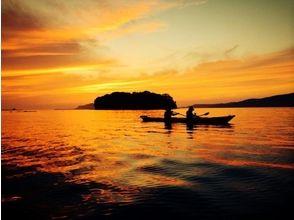 【山口 長門・3時間】夜の幻想的な海を満喫しよう!サンセットツアー!【シーカヤック】の画像