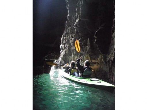 【静岡・南伊豆】初心者オススメ!1人乗りシーカヤック洞窟探検ツアー(1日コース)の紹介画像