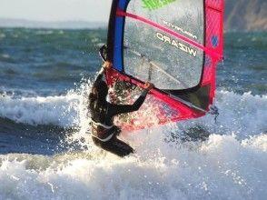 【千葉・検見川の浜】スピードや爽快さを体験したい!ウィンドサーフィン中級スクール(1日コース)の画像