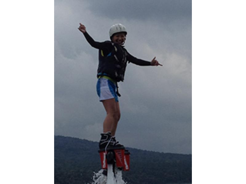 [야마나시· 야마나카 코] 플라이 보트 체험 < 수압으로 하늘을 날아! >の紹介画像