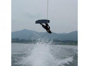 【山梨・山中湖】ウェイクボード体験(1セット15分)の画像