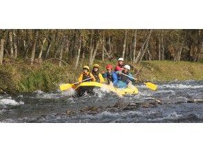 【北海道 阿寒川】流れの強めの川をラフティングボートで下ろう【標準コース】