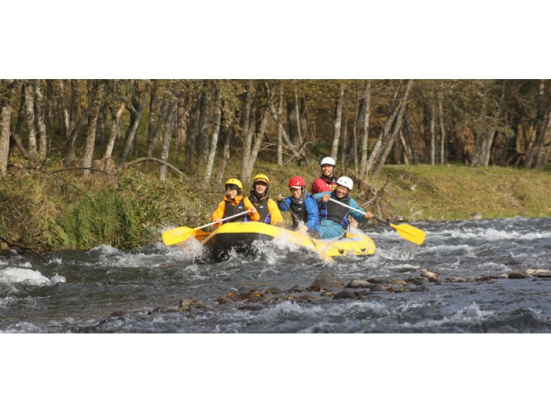 [Hokkaido Akan River] will Kudaro the river stronger flow in the rafting boat [standard course] of the introduction image