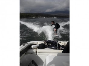 【山梨・山中湖】ウェイクボード体験(15分×2セット)の画像