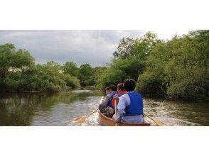 [北海道-Kushiro River Wetlands]乘坐獨木舟或小船,同時感受到在寬闊平靜的河面上吹來的風[長路線]