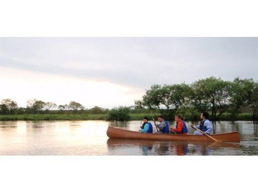 [北海道·钏路河湿地]感受风吹过宽阔平静的河流,体验独木舟和划船[短期课程]の紹介画像