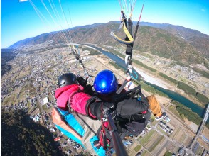 [Tokushima / Western (Yoshino River / Iya Valley)] Pounding tandem paragliding experience (500m course)
