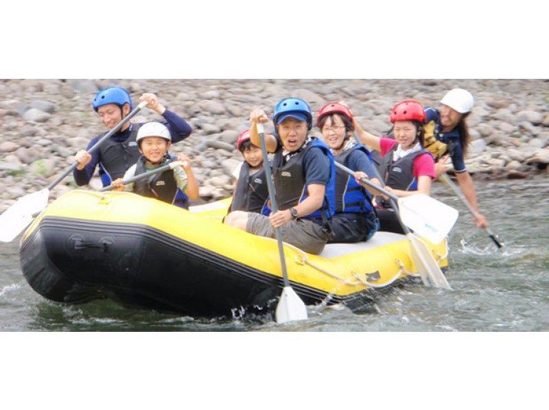 【北海道 阿寒川】流れの強めの川をラフティングボートで下って楽しもう【ロングコース】の紹介画像