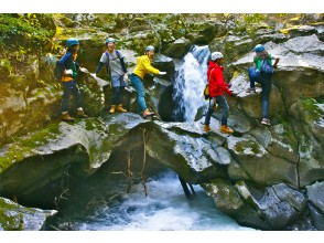 [Hyogo/Tajima] Only here in the world! ? Kanbe lava flow rubber trekking with guide (half-day course) beginner-intermediate
