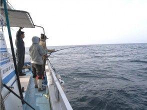 【熊本・天草】船に乗って本格的な海釣り体験!フィッシングツアー(半日コース)の画像