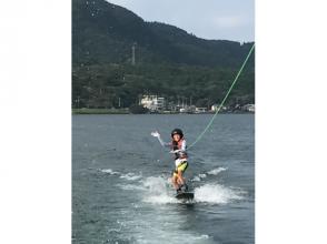 【鹿児島・池田湖】自然豊かな湖の真ん中で気軽に楽しめる!ウェイクボード初心者体験コース!