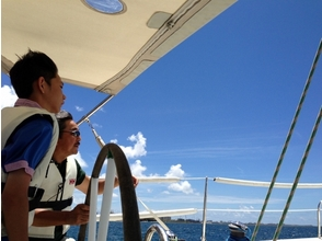 【沖縄・宜野湾】一人でも!みんなでも!ヨットに乗ろう!デイセーリングツアー(2時間)