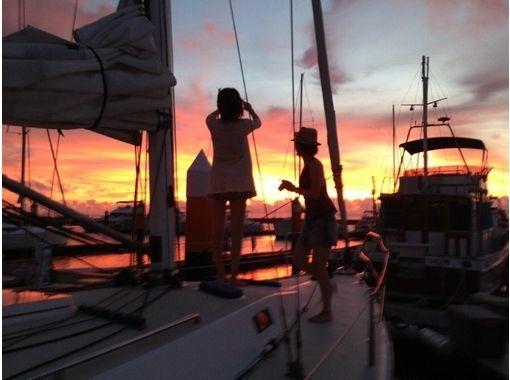 【沖縄・宜野湾】沖縄の海を贅沢に満喫!チャーターヨットツアー(6~8時間・12名様まで)