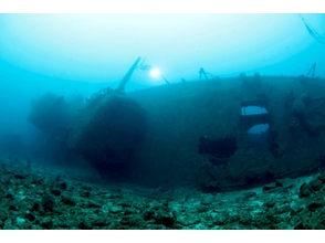 [Okinawa] dive tour to experience the huge US warship of 70 years ago lying in water depth 45m [1 day / 2 dive]