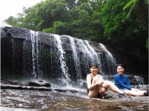 【沖縄・西表島】往復乗船券付☆歩いて漕いで!楽しむ!サンガラの滝【トレッキング・カヌー体験・8時間】