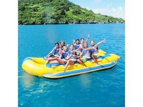 【沖縄・うるま市・浜比嘉島】バナナボートで浜比嘉島周遊コース+ランチバーベキューの画像