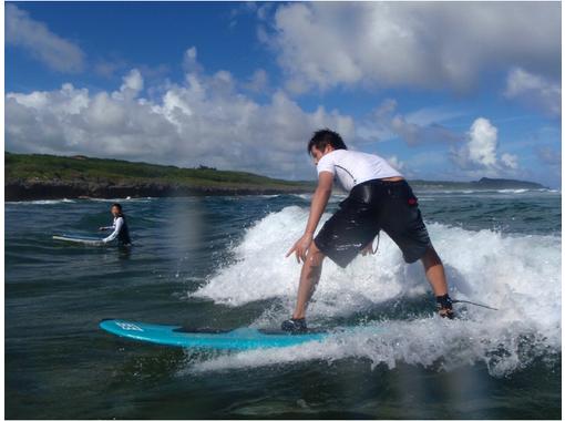 【沖縄・本島】日頃の疑問を全部解消!!サーフィン体験(サーフガイド&ステップアップコース)
