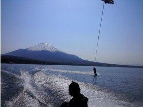 【山梨・山中湖】短時間で手軽に遊べる!ウェイクボード経験者コース【15分×1セット】の画像