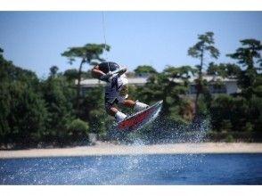 【滋賀・琵琶湖】ウェイクボード発祥の地で楽しもう!ウェイクボード体験の画像